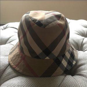 Burberry bucket hat / rain hat